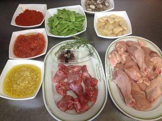 Ingredientes reglamentarios de la paella de pollo, conejo y caracoles
