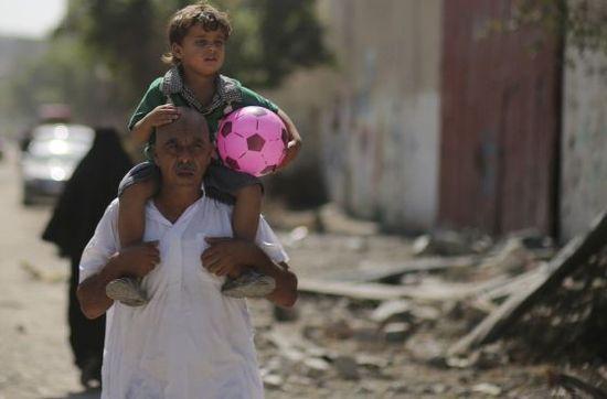 Palestina_padre_hijo_bola