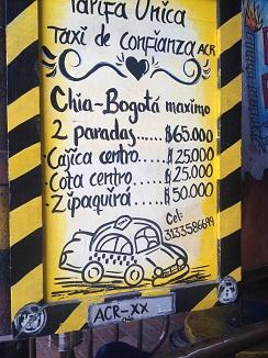Taxis con distintos precios expresados en pesos colombianos
