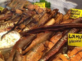 Truchas árticas, pescado blanco (white fish) anguilas y salmón ahumados en caliente
