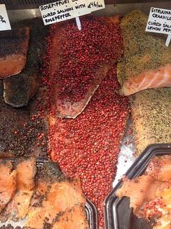 Salmón marinado a la pimenta rosa