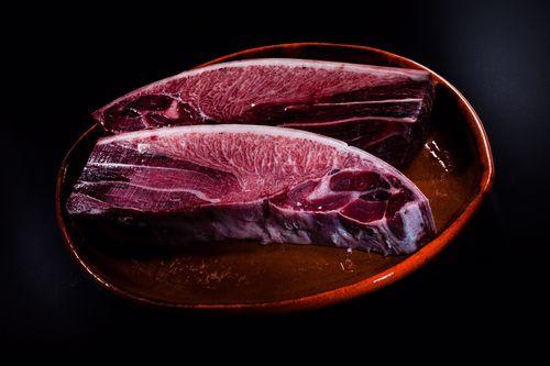 Parpatana de atún al corte con elevada infiltración grasa. Fotografía cedida por Dani García)