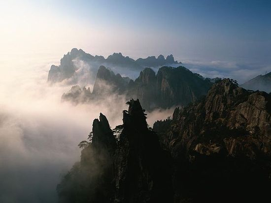 640px-Huangshan_pic_1n Andrew Ciceri Wikimedia