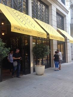 Entrada del hotel panadería