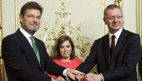 Rafael_Catala-toma_posesion-Ministro_de_Justicia-Alberto_Ruiz-Gallardon-Soraya_Saenz_de_Santamaria_MDSIMA20140929_0672_21