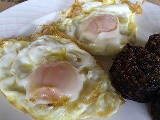 Huevos fritos con morcilla, el superventas del Landa
