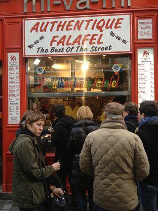 Mi-va-vi local parisino en el barrio de Le Marais en Paris que hace la competencia a L´As du Falafel