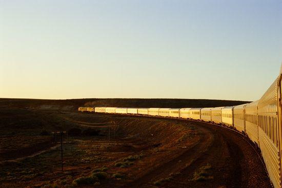 The Ghan, el convoy de 42 vagones que une el norte y el sur de Australia - Chris Sattlberger