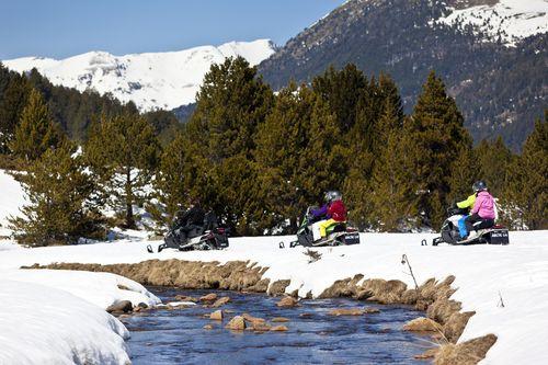 Motos de nieve en Granvalira (Andorra)