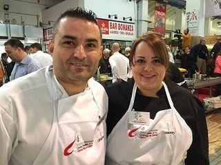 Rubén Cabrera, ganador del concurso con su ayudante