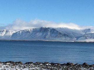 Costa de Islandia, lava y nieve
