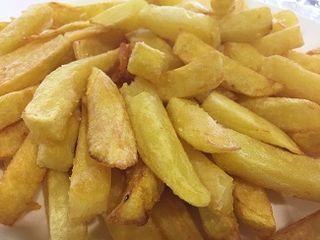 Patatas fritas otro complemento insoslayable de la carnes, muy conseguidas
