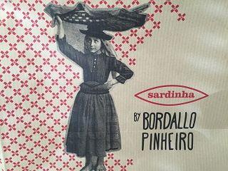 Grabado que anuncia la colección de la firma Bordallo Pinheiro
