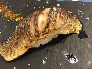 Nigiri sushi de sardina fresca en el restaurante  Sea Me, especializado en pescados