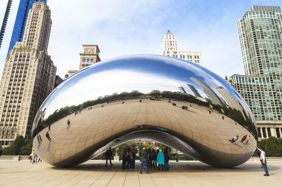 Chicago Millennium Park, The Cloud Gate steel sculpture by Anish KapoorGetty Images Robert Harding