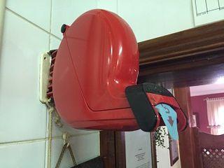 La famosa maquinita expendedora de tiques a la que recurren los clientes para conseguir mesa