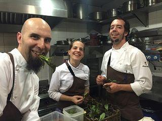 Luis Moreno y Dani Ochoa en las cocinas de Montia