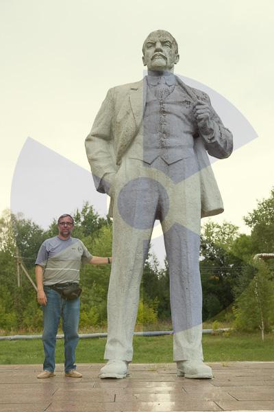 Lenin -i Joan Garí- a Txernòbil, zona restringida (Foto, Ramon Usó)