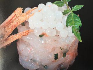 Tartar de gambas con huevas de caracol, fotografía tomada en los laboratorios de Perlas Blancas de Andalucía. Villanueva del Trabuco