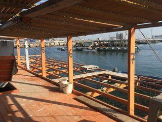 Perspectiva de la batea y de un rincón del puerto de Valencia
