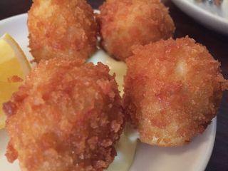 Croquetas de bacalao con patatas con alioli