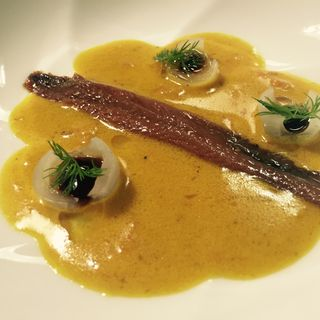 Anchoa curry y encurtidos
