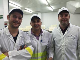 Juan Gago, Manolo García y Juan Carlos Silva en la planta Frinsa 4