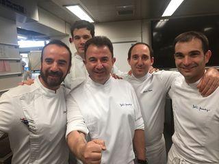 Martin Berasategui rodeado de sus jefes de partida, un verdadero equipazo
