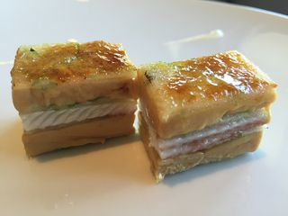 Milhojas de foie gras y anguila creado con Alex Montiel