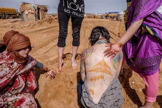 Fotografía del trabajo de Kneita Budah en las ruinas de Dajla