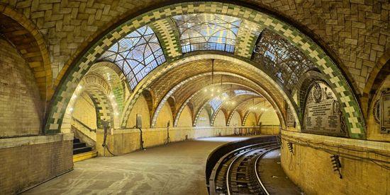 La estación de metro del Ayuntamiento (City Hall), en Nueva York, con las bóvedas de Rafael Guastavino, que fue inaugurada en 1904.   Michael Freeman