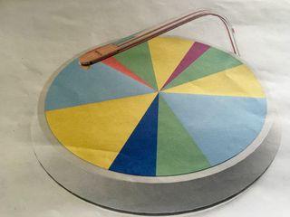 Maqueta del suenaplatos disco reproductor de sonidos a partir de los alimentos