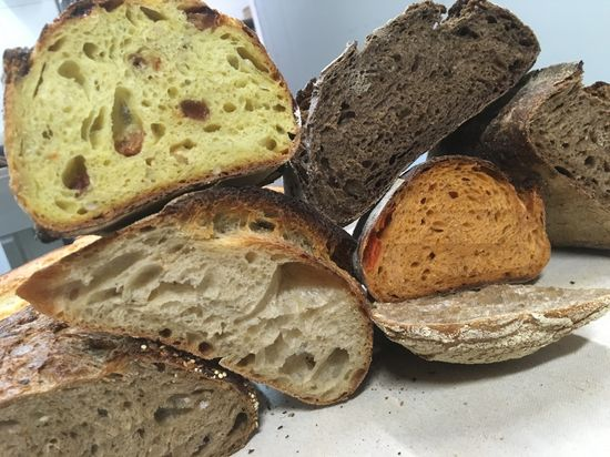 Amplio surtido de panes