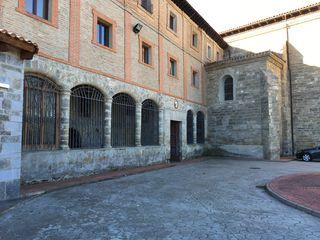 Fachada exteriror del monasterio en pleno camino de Santiago (1384)