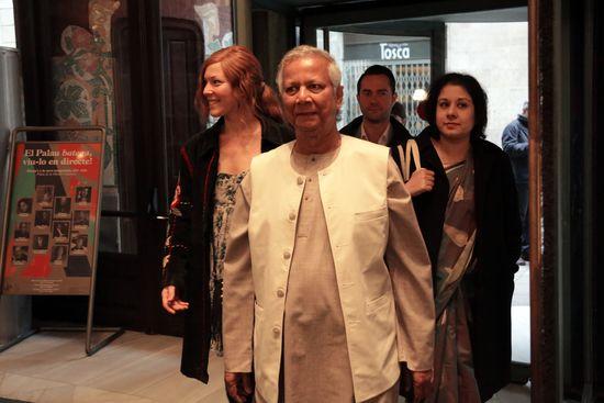 Muhammad Yunus a su llegada al acto de presentación en Barcelona