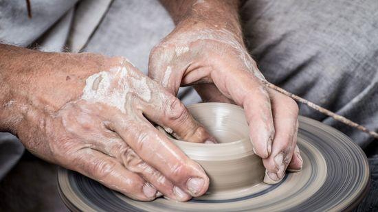 Hands-1139098-Web