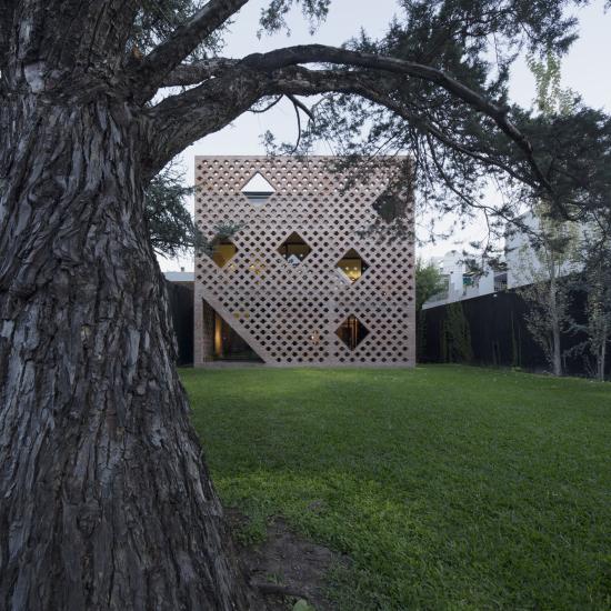 72 Casa de ladrillos, de Diego Arraigada Rosario  Contrafrente