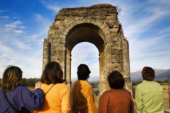 El arco de Cáparra, del siglo I, en la Vía de la Plata, que cruza Extremadura Gonzalo Azumendi