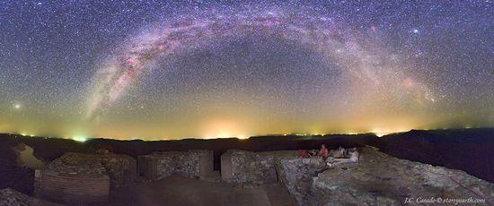 Constelaciones de verano en Monfragüe (Cáceres), desde el castillo Juan Carlos Casado