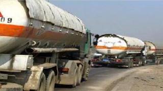 Camiones con petróleo procedentes de la zona controlada por el Estado Islámico