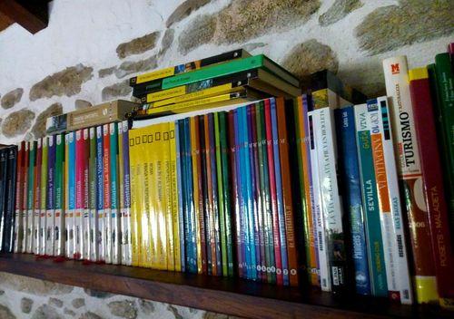 Casa do Batán @casadobatan  1 hHace 1 hora @paconadal aparte de las repartidas por las habitas y salón, estas son las del molino biblioteca