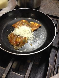 En la sartén con el arroz en propoción al número de comensales