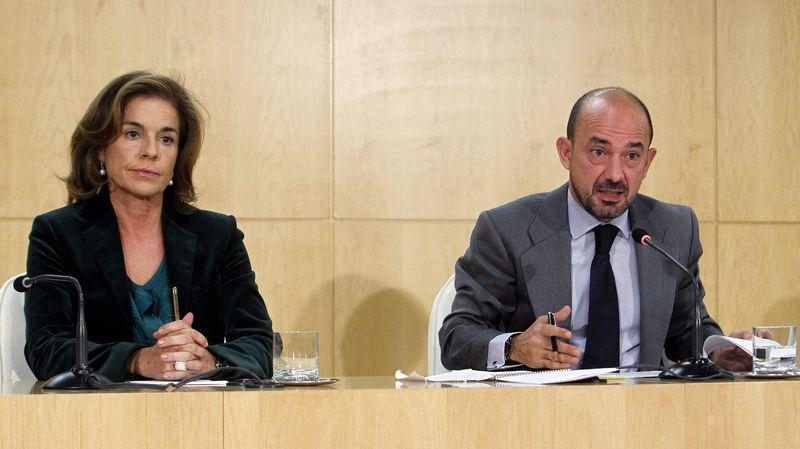 Ana-Botella-y-Miguel-Angel-Villanueva--durante-la-rueda-de-prensa-ofrecida-para-hablar-de-la-tragedia-del-Madrid-Arena-en-noviembre-