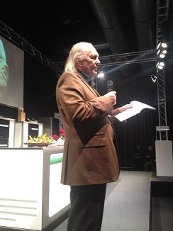 El crítico alemán Jürgen Dollase presentando a Dacosta
