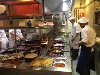 Cocinas de El Paraguas en plena actividad