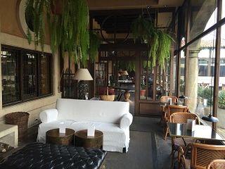 El porche, una prolongación del bar