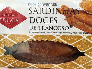 El colmo, un dulce conventual con forma de sardina, con frutos secos y huevos