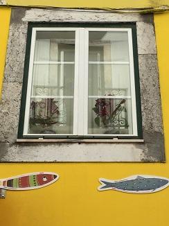 Sardinas en las fachadas como una declaración de intenciones