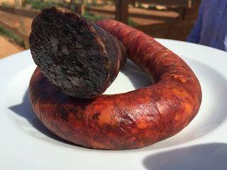 Sobrasada y butifarra negra elaboradas en la granja Ca´n Pere Mussona