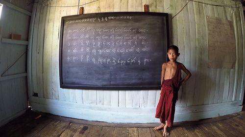 4. Clase de novicios en el monasterio de Htai Thain, trekking lago Inle, Birmania - Paco Nadal